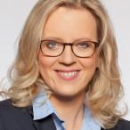 SPD-Generalsekretärin Natascha Kohnen würdigt langjährige Mitglieder beim SPD-Ortsverein Ebersdorf.